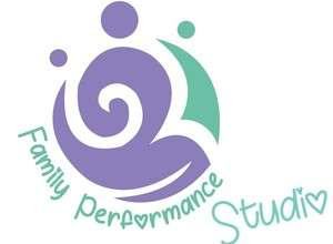Yogalates mit Kind im Family Performance Studio